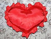Большая декоративная подушка-сердце с рюшами красного цвета