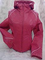 Весенняя красная куртка на девочку