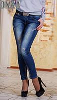 Модные синие женские джинсы с потертостями посадка средняя с поясом Турция
