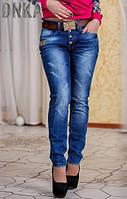Модные синие женские джинсы с потертостями на болтах посадка средняя с поясом Турция