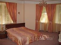 Атласные шторы в спальню