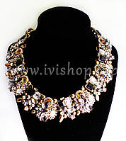 Массивное ожерелье под золото с черными и белыми камнями и стразами