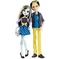 Сет из 2х кукол Picnic Casket  Frankie Stein&Jackson Jekyll На Пикнике