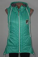 Женская жилетка удлиненная с капюшоном