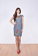 Модное льняное платье в украинском стиле украшено вышитыми маками