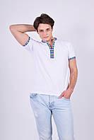 Патриотическая мужская футболка вышиванка имеет вышитые рукава и воротник