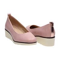 Женские розовые туфли на низкой танкетке