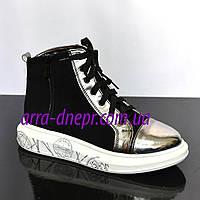 Женские демисезонные ботинки на белой подошве, на шнуровке. Натуральный замш/лаковый кожзам