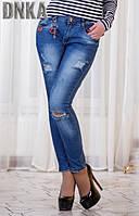 Модные синие женские джинсы с разрезами и потертостями посадка средняя Турция