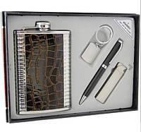 Фляга с кожаной вставкой в наборе с зажигалкой, ручкой и брелком.
