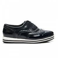 Женские спортивные лакированные черные туфли