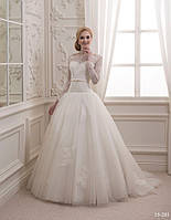 Великолепное свадебное платье с кружевным декором