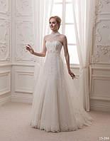 Оригинальное свадебное платье с вуалью
