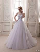 Фатиновое свадебное платье с шикарным украшением из страз и жемчужин