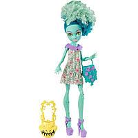 Кукла монстер хай Хани Свомп из серии Я люблю аксессуары.