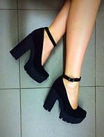 Женские туфли на высоком каблуке замшевые черные.