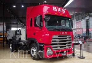 Компания JAC Motors показал седельный тягач на газе.
