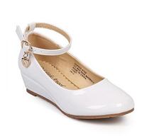 Нарядные белые лакированные туфли на платформе