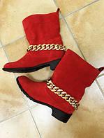 Женские полусапожки замшевые красные без каблука.