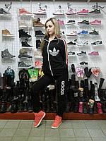 Чёрный спортивный женский костюм Adidas адидас  на молнии  с цветными полосками