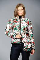 Женская короткая стеганая куртка с принтом на весну