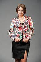 Стильный женский пиджак с цветочным принтом на весну