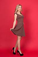 Женское кокетливое маленькое платье с V-образным вырезом впереди и сзади