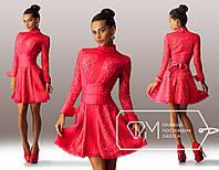 Красивое вечернее красное платье со вставками гипюра и с кожаным поясом . Арт-3267/23