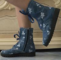 Джинсовые женские ботинки на шнурках и молнии с вышивкой на тракторной подошве