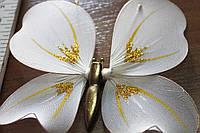 Бабочка для штор белого цвета