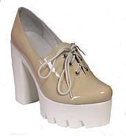 Женские туфли на белой тракторной подошве и каблуке, натуральная лаковая кожа