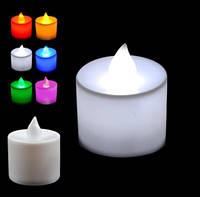 Свеча декоративная, белая, в комплекте с батарейками.