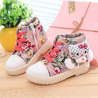 Детская обувь в цветочек с кити