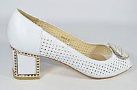 Женские туфли на маленьком каблуке Lanzoni белые
