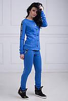 Модный женский спортивный костюм