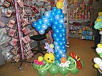 Цифра один из воздушных шаров на подставке