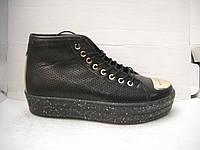 Женские ботиночки на шнуровке перфорация черные и белые