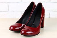 Женские классические туфли на устойчивом каблуке цвета марсала
