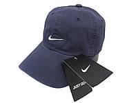 Темно-синяя бейсболка Nike с белым логотипом