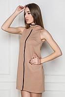 Платье-футляр без рукавов. Платье с воротником. Бежевое платье. Платье мини.