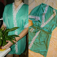 Женский домашний халат из шелка мятного цвета с белым кружевом