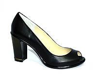Кожаные женские туфли с открытым носком.