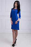 Яркое платье расклешенное к низу спинка немного удлиненная с украшением