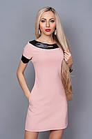Женское платье пастельного тона