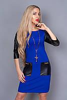 Яркое клубное платье с перфорированной кожей на рукавах и карманах