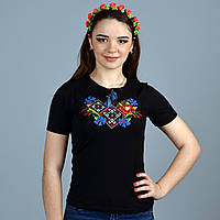 Качественная женская вышиванка в черном цвете украшена машинной вышивкой