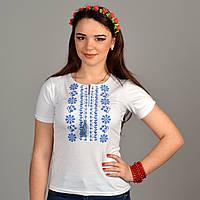 Женская трикотажная вышиванка в белом цвете с синим орнаментом