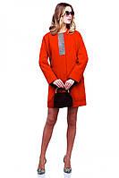 Шикарное пальто Кристи в ярком цвете модного фасона декорировано стразами