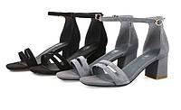 Замшевые босоножки на квадратном каблуке, серые и черные