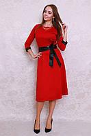 Шикарное платье в ярком цвете с кожаными манжетами и поясом